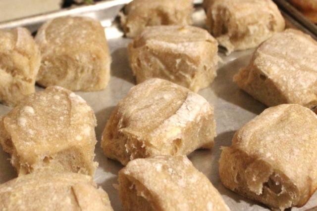 almost foolproof sourdough rolls (800x534)